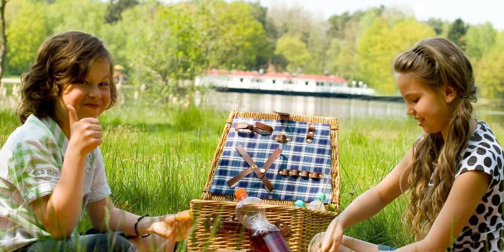 """picnic basket from Yeeya Home"""